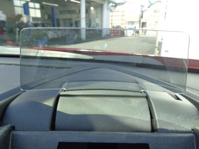 アクティブドライビングディスプレイは多くの情報を扱いながらも迷うことなく確認ができ、安全に運転に集中できるヘッズアップコクピットです。
