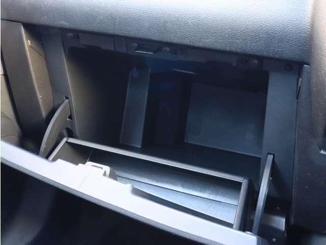 《 収納 》奥行ある大きい収納!!収納が豊富だと、車内が綺麗に片付けられますね♪