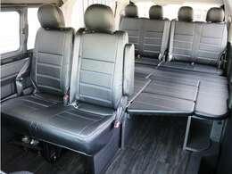 オリジナルベッドや脱着式サイドテーブルを標準装備した内装アレンジ【Ver1】!
