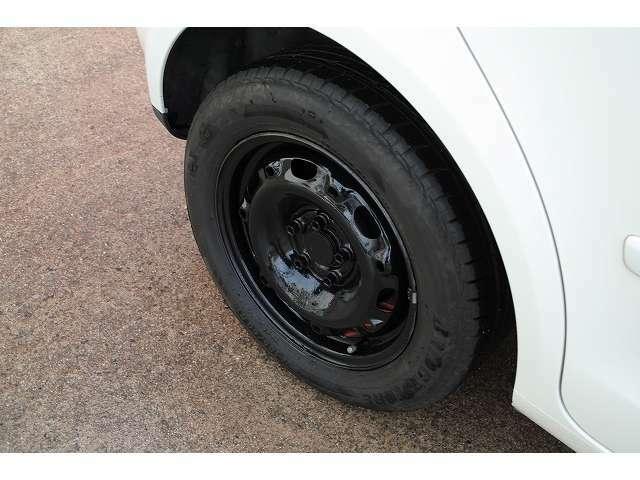 タイヤ溝残も充分です!純正ホイールキャップもありますよ!