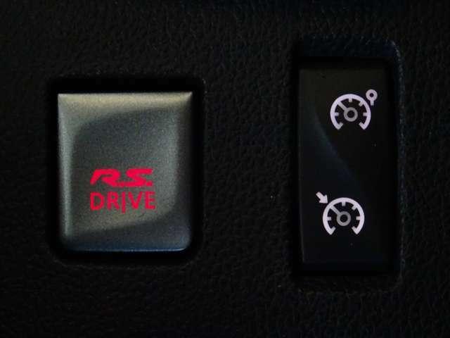 """シフトノブ後方にあるこのスイッチこそ、""""R.S.DRIVE""""ブーストアップによりあなたを""""別世界""""へ誘引する秘密のスイッチ・・・(続く)"""