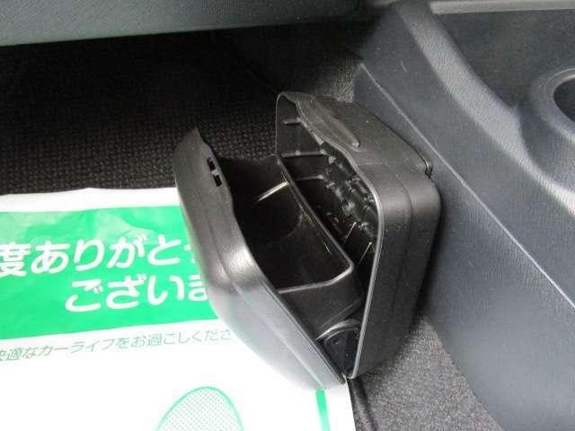 純正オプションのダストボックス付きで車内はいつもキレイ!
