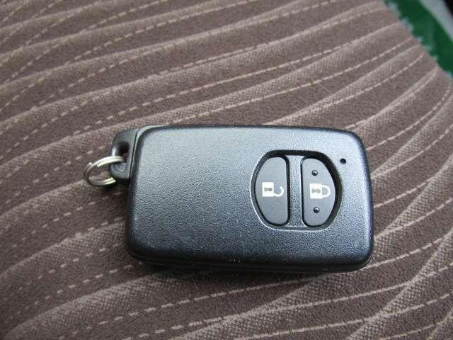 スマートキーはドアの施錠やエンジンスタートがキーを挿さずに行えて便利です!