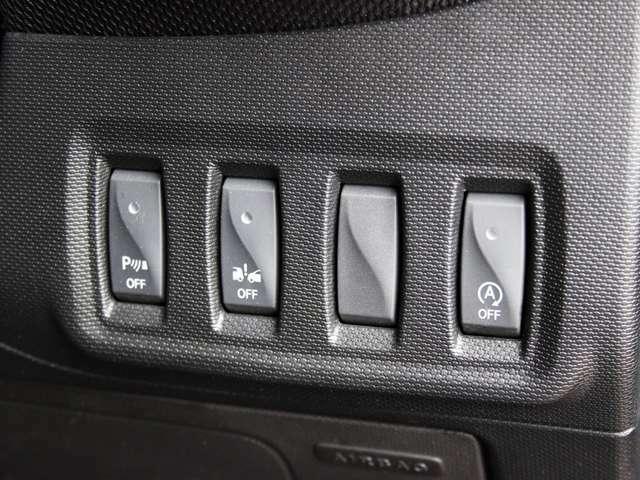 ステアリングの右下にはアイドリングストップやパーキングセンサーのオン/オフスイッチを装備しております詳しくはフリーコール0078-6002-080898