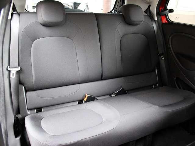 後部座席は使用感も少なく気持ちよくお乗り頂けます。詳しくはフリーコール0078-6002-080898