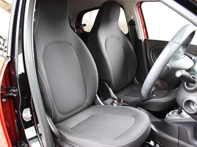 身体を包み込んでくれるようなフロントシートです。シートに汚れやほつれなどはございません。詳しくはフリーコール0078-6002-080898