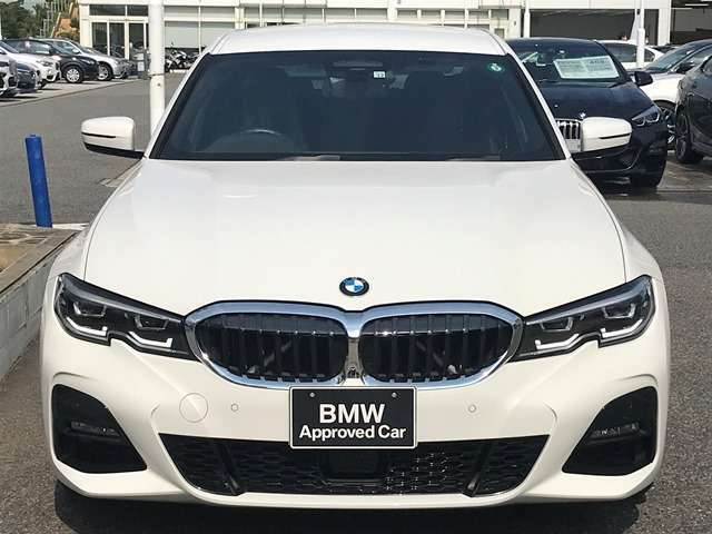 【キドニーグリル】BMWは約90年もの間、ほぼ全ての車両にひと目でBMWだと分かるこの特徴的なフロントグリルが備えられ、デザイン・アイコンとして親しまれてきました。