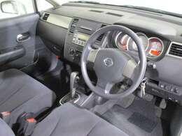 見やすくて運転しやすい室内。