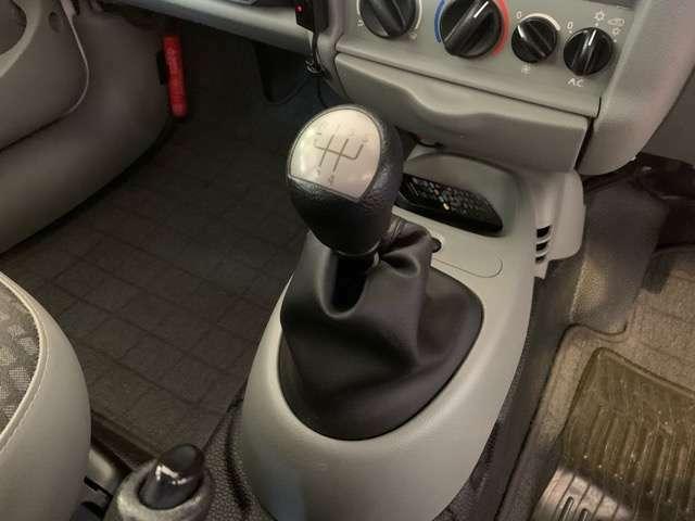 よりダイレクトな運転をお楽しみ頂けるマニュアルのお車です。