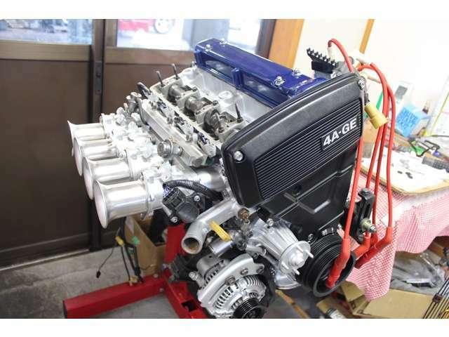 必要最小限になったエンジンハーネスはインマニ下側を通しております(^^)私のコダワリです!フルチューンエンジンはスッキリ綺麗でないと♪ホームページを開設しました!☆https://takayama-auto.jimdofree.com/