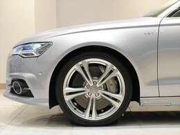 高額オプションであるカーボンブレーキを装備。
