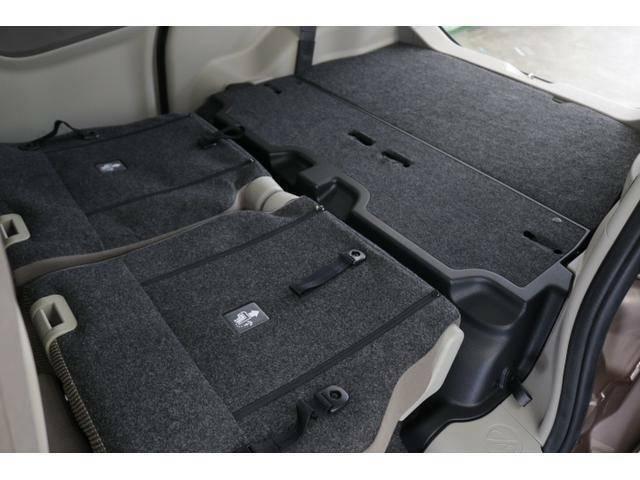 後席シートを格納すると広大なスペースが出現。シート肩口にあるレバーで、荷室側からでもリクライニングできます