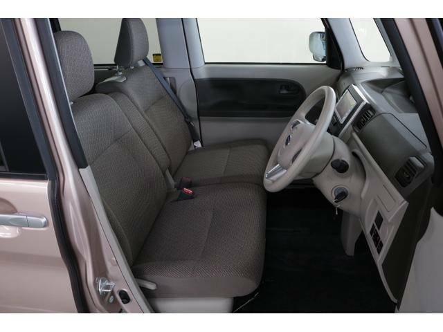 運転席シート 前席はインパネシフトになっているので左右へのウォークスルーも容易に行えます!