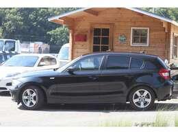 人気のブラック、点検整備、車検2年受け渡し、保証付きのお買い得車です。