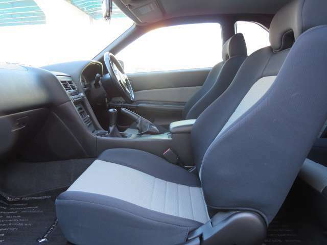 前席身体がホールドし安定するシートです!