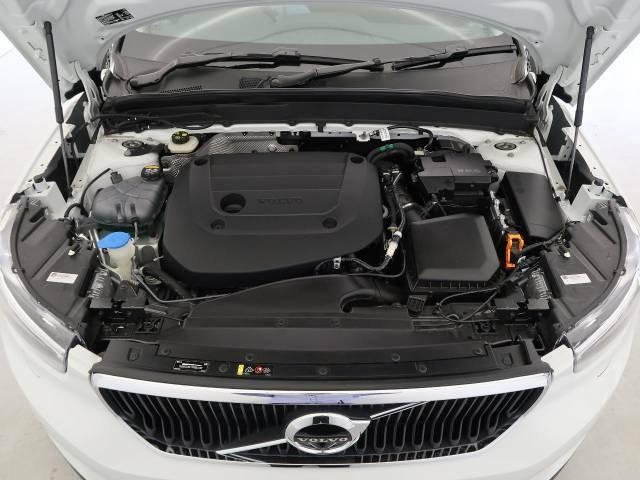 【B4エンジン(マイルドハイブリッド2.0Lターボ)】燃費と走行性能に優れた48Vハイブリッドシステム搭載のターボエンジン。低回転でトルクを発生し、ストップ&ゴーの多い日本に合ったエンジンです。