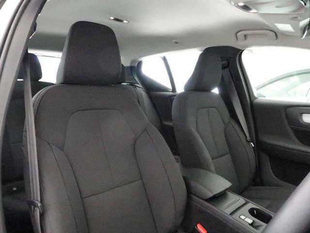 VOLVOのシートは人間工学に基づいた設計となっており、長時間の運転でも疲れにくいと定評があります。当店ではモデルにより試乗可能なデモカーもご用意しておりますので、ぜひ座り心地をご体感ください。