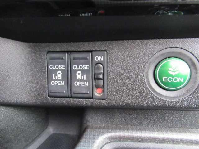両側電動スライドドアで乗り降り楽ちん♪ECON・燃費のいい運転時にはメーター内の証明がグリーンに。クルマ全体を低燃費モードにします、あなたのエコ運転を、あの手この手でサポートします。