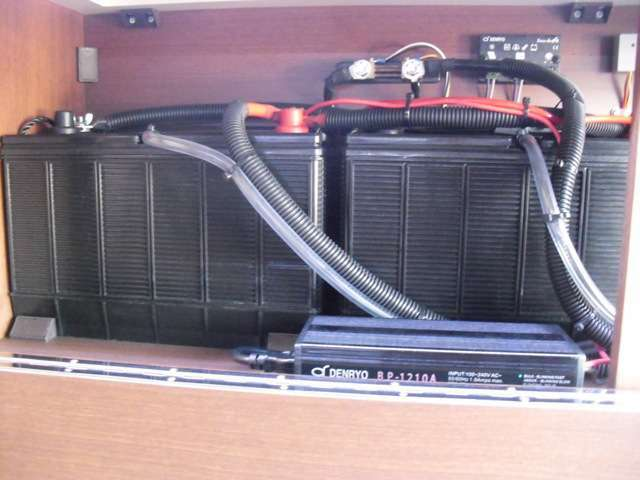 115Aサブバッテリー2個標準装備 オプションで3個仕様も可能。