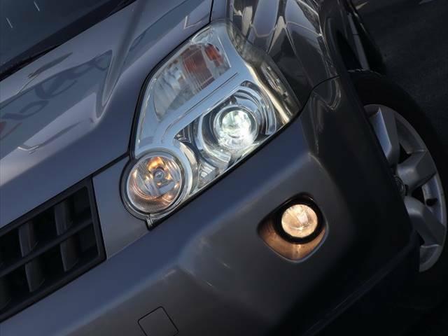 視認性が高いHIDライト(長寿命)を標準装備!!夜間時に走行される際に見にくい道もしっかりと照らしてくれます☆