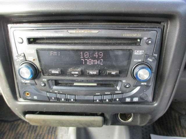 CD付きです。当り前の装備ですがなくちゃ困りますよね!良い音楽をかけて快適空間を演出してください。