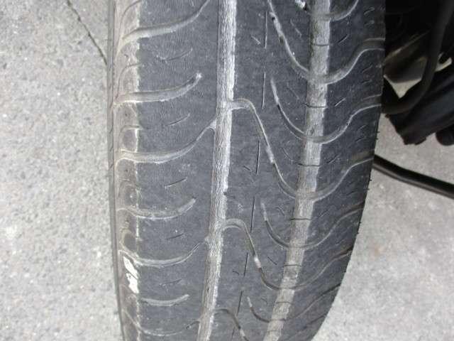 タイヤの溝です。