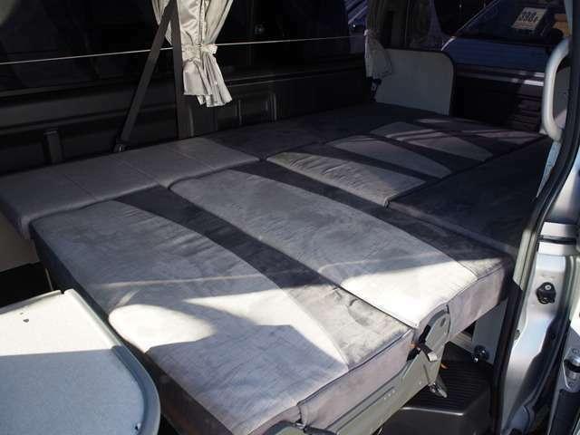 車両後部は1面ベッドスペースにもなります!