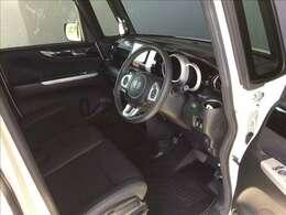 運転席・助手席です!!座面が高く運転しやすそうです!★乗り降りも楽な姿勢で出来ますよ♪