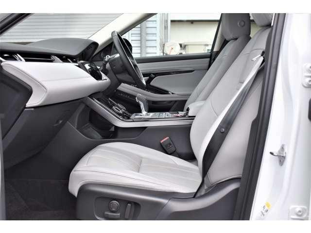 レザーシートは使用感も少なく、ホールド感も程よく有りロングドライブでも疲労も少なく済みます