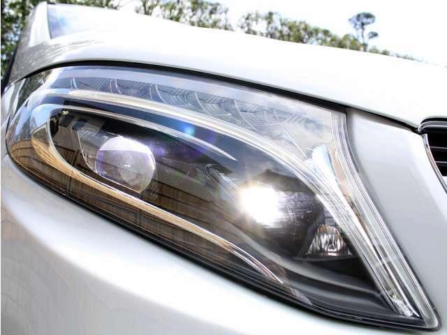 純正LEDヘッドライトを標準装備しております。