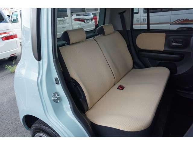 セカンドシートは、軽自動車ですが大人がしっかり座れる広さです。