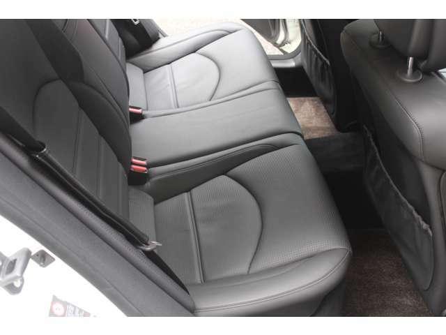 リアリートもブラックナッパレザーシートです。使用感等少なく、とても綺麗なお車です。禁煙車となります。お問い合わせはフリーダイヤル0066-97110-94846までお気軽にお問い合わせください。