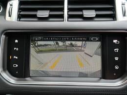 【リアビューカメラ装備】ガイドライン付きのカラーバックカメラを搭載。後退時の後方確認も楽で安心して駐車していただけます。フロント・バックソナーも内蔵されており障害物を検知し知らせます。