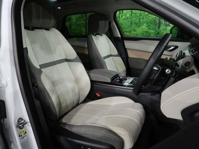 質感の高いシートでございます。使用感が出やすい運転席ですが、綺麗な状態を保っております。前席の状態は内装の状態を見る大きなポイントになると思いますので、是非一度、実際にご覧くださいませ。