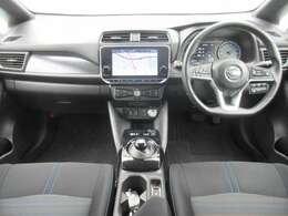 メーカー装着のメモリーナビ・ETC2.0・プロパイロット・ドライブレコーダー・オ-トエアコン・インテリジェントキ-等を装備する運転席まわり。