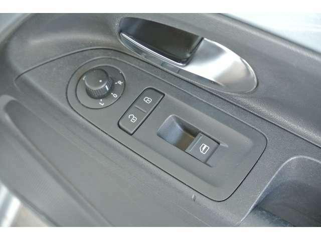 運転席パワーウインドウスイッチです。使用感少なく綺麗な状態です。