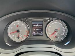 スピードメーターはRSQ3専用の300kmメーターが装着されております。