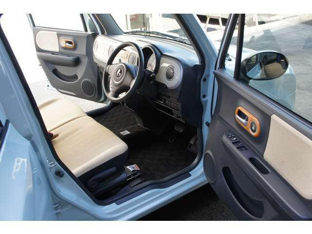 当社は軽自動車やコンパクト、ミニバン、ワゴン他、人気車種を豊富にラインナップしておりますのでお気軽にご来店下さい!!