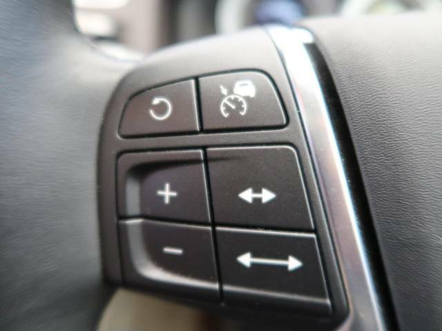 ●アクティブクルーズコントロール『前の車との車間距離を一定にとりつつ、一定速度で自動走行してくれる次世代のクルーズコントロール!主に高速道路や自動車専用道路で使用する便利な機能の1つです!』