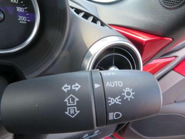 周囲の明るさを総合的に判断してヘッドランプなどを自動的に点灯/消灯してくれるオートライトシステムが装備され、ワイパーの作動を自動的にコントロールするレインセンサーワイパーも同時装着です☆