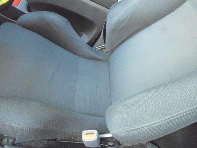 運転席はレカロシートが装着されています。