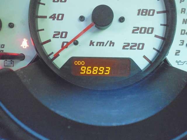 撮影時96893キロ。走行メーター管理システムで走行距離の改ざんが無いことを確認済みです。詳しくは自動車公正取引協議会のこのページで「http://www.aftc.or.jp/contents/am/meter/meter_1.html」。