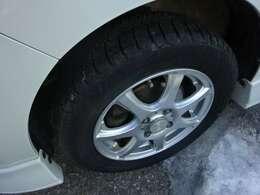 冬タイヤ・社外アルミ。冬タイヤは交換推奨です。