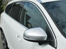 ◎ブラインド スポット インフォメーション システム(BLIS)がミラー下に装備され複数車線の車線変更も安心ですね!!
