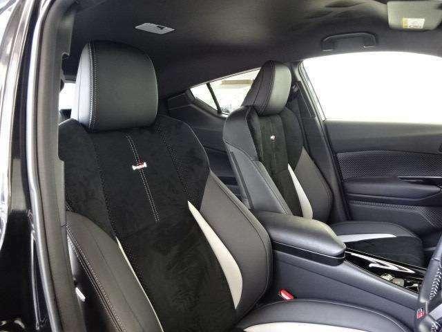 インテリア・シートカラーはブラック基調!前席にはGRロゴの入ったホールド性の高い専用スポーツシート形状です!