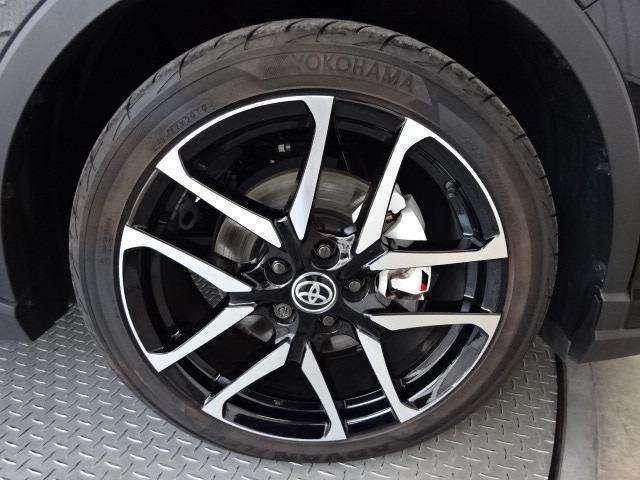 専用19インチアルミ!タイヤサイズは225/45R19です!