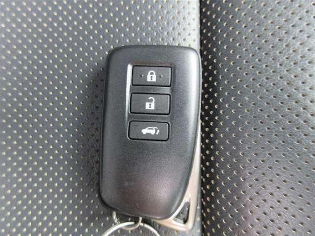 ★スマートエントリー★キーをとり出すことなく、施錠開錠。エンジン始動もワンタッチ!