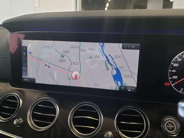【コマンドシステム】ナビゲーション機能は3D表示で分かり易いルート案内を行ってくれますまたオーディオはAM/FM/地デジ/SD/USB/Bluetoothオーディオとお愉しみ頂けます