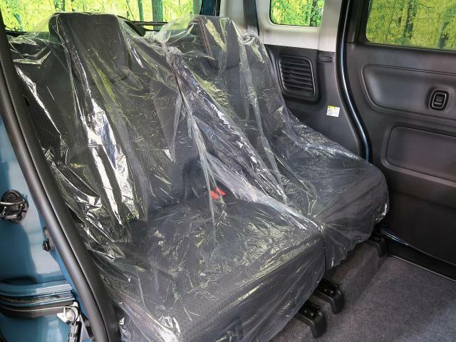 セカンドシートも広々としていて快適にドライブできますね☆