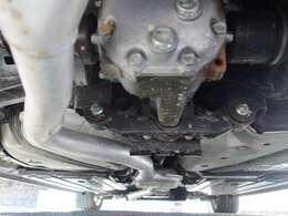 (ターボ付きの常時全輪駆動のAWD車で御座います) ボディ下回りも大変綺麗な状態で保たれております。